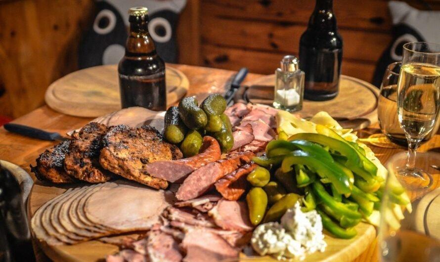 Чем вредны сосиски и колбаса?