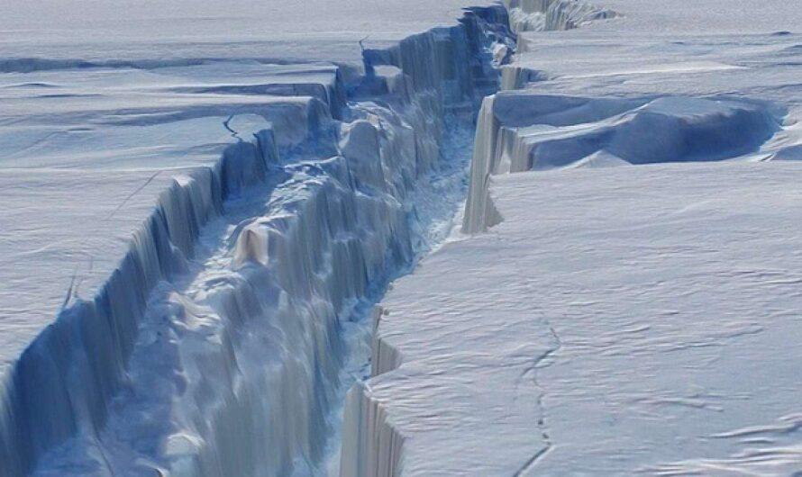 Дыры во льдах Антарктиды сигнализируют об экологической катастрофе